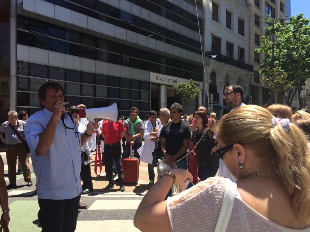 manifestacion-pami-medicos-cabecera-amra-sindicato-10-noviembre-2016-3