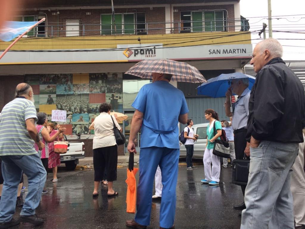 manifestacion-pami-san-martin-ruta-8-amra-sindicato-afiliados-jubilados-ugl-22-12-2016-4