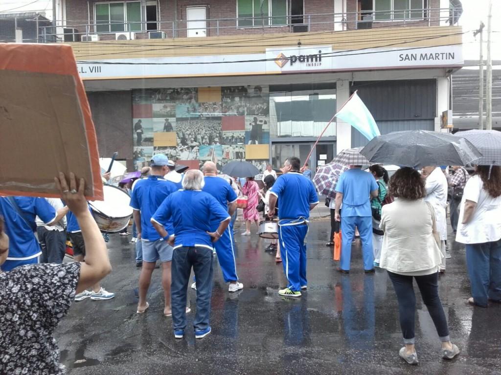 manifestacion-pami-san-martin-ruta-8-amra-sindicato-afiliados-jubilados-ugl-22-12-2016-9
